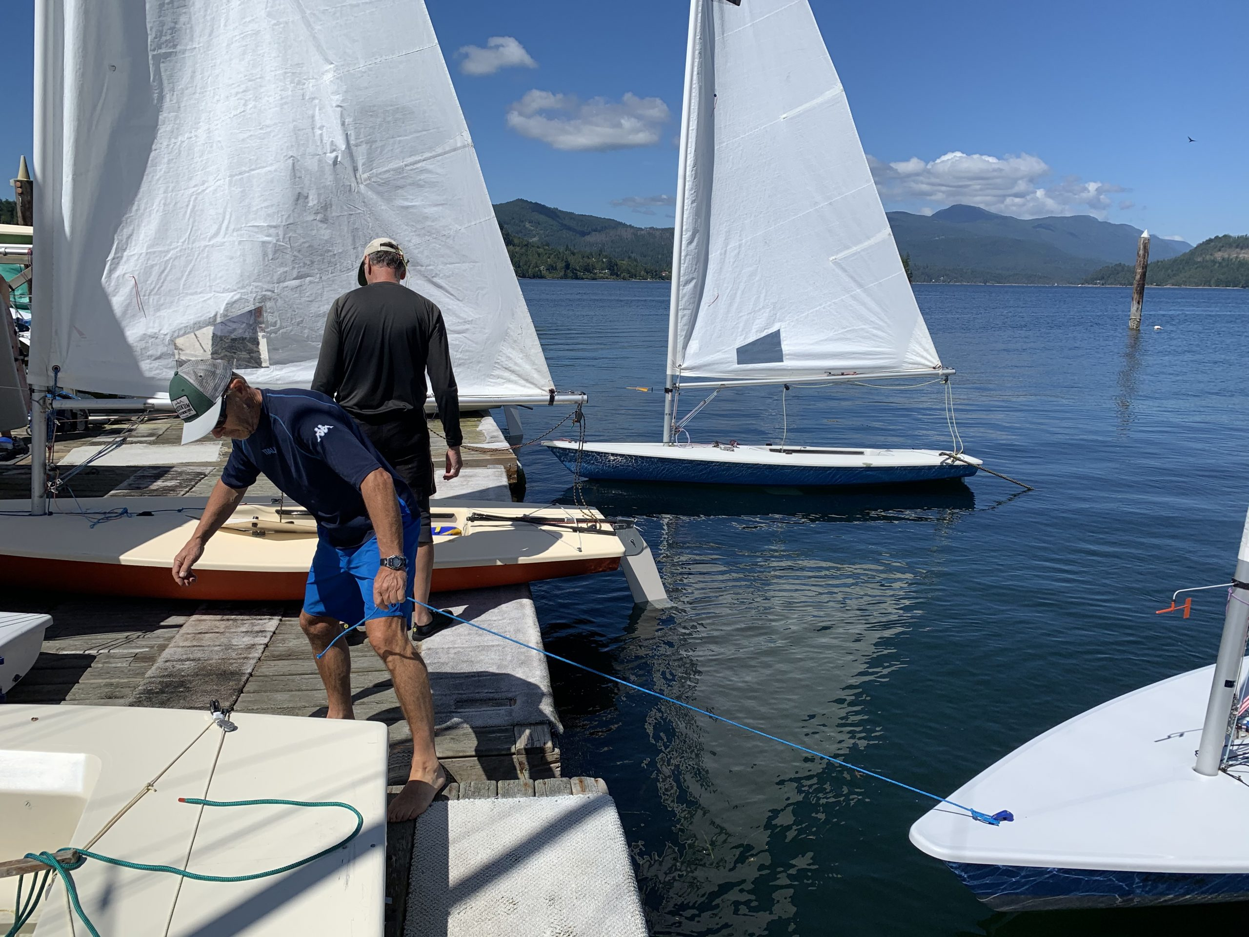 Gregor and Kim get there boats rigged up.